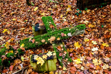 collapsed bench turned into green cross #südwestkirchhof copyright andreas reich 2013